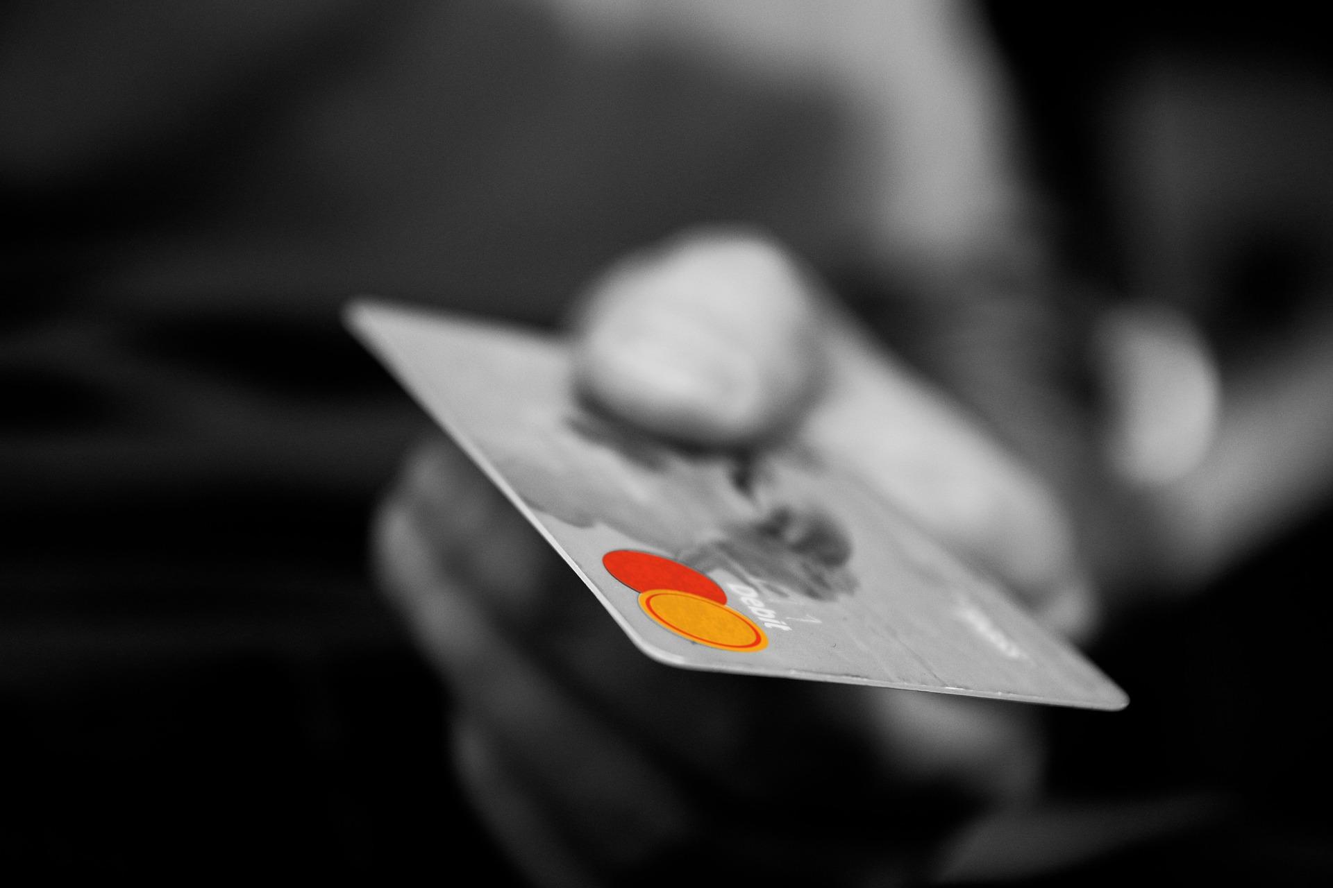 国税はクレジットカードで納付できる!ポイントも貯められる!